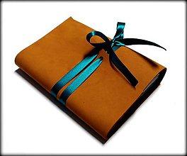 Papiernictvo - Kožený zápisník v škoricovo-oranžovom prevedení so stuhou A6 - 7645093_