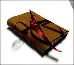 Papiernictvo - Kožený zápisník v bledohnedom-ťavom prevedení so stuhou A6 - 7645160_