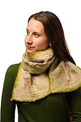Šály - Dámsky vlnený šál, ručne plstený z jemnej Merino vlny a Alpaky, zeleno-béžový, zimný šál, šál z plsti, nunoplstený šál - 7651383_