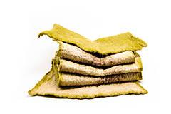 Šály - Dámsky vlnený šál, ručne plstený z jemnej Merino vlny a Alpaky, zeleno-béžový, zimný šál, šál z plsti, nunoplstený šál - 7651385_