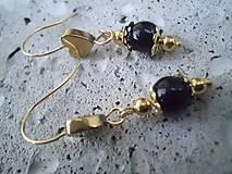 - náušnice  so zlatým srdiečkom z Hematitu a čiernym Achátom - 7658870_