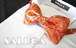 Doplnky - Luxusný červený pánsky motýlik - so zlatým - vzorovaný - 7657327_