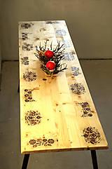 Vyšívaný stôl - ľudová jedáleň