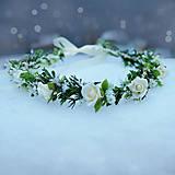 Venček s krémovými ružičkami