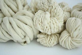 Materiál ručne robený - Extra hrubá Chunky merino vlna - ručne pradená vlna - prírodná - 7661030_