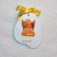 Dekorácie - Drevená Valentínka Zamilovaný anjelik - 7660659_