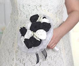 Kytice pre nevestu - Saténová svadobná kytica bielo-čierna ruže - 7662187_