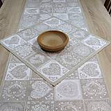 - Ornamenty v srdiečkach - obrúsok štvorec 43x43 - 7664543_