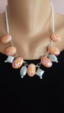 Náhrdelníky - Ružový náhrdelník / imitácia kameňa 2 - 7661015_
