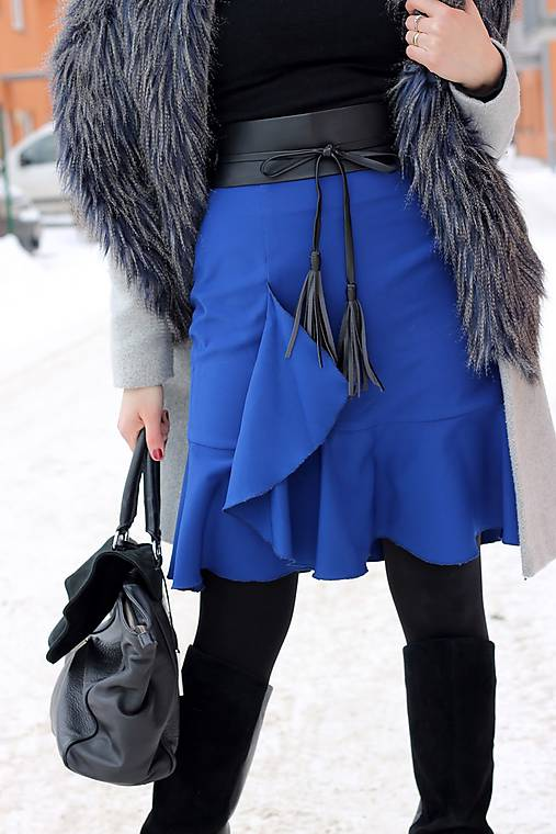 Modrá sukňa s volánom