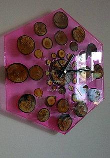 Hodiny - Hodiny hexagon wood&pink resin - 7670304_