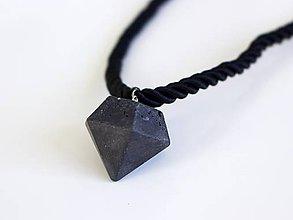 Náhrdelníky - Betónový diamant na lanku - 7675638_