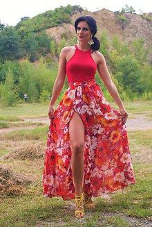 Sukne - Dlhá červená sukňa s farebnými kvetmi a volánom - 7677263_