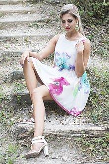 Šaty - Romantické šifónové šaty s ružovým lemovaním - 7677600_