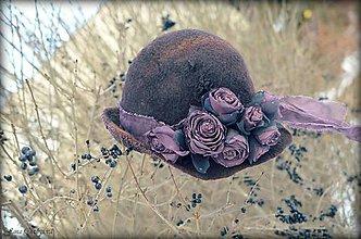 Čiapky - Tmavý čokoládovofialový klobúk - 7674745_