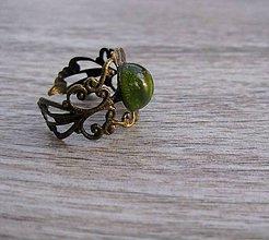 Prstene - Filigránový prsteň (so zeleným očkom č.672) - 7675308_