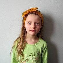 Detské doplnky - Pletená čelenka s mašľou - horčičová - 7675304_