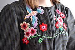 Kabáty - Bundička s bohatou výšivkou fauny a flóry - 7677348_