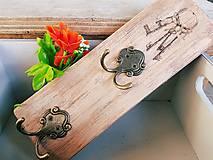 Nábytok - Vešiak na kľúče - 7678705_