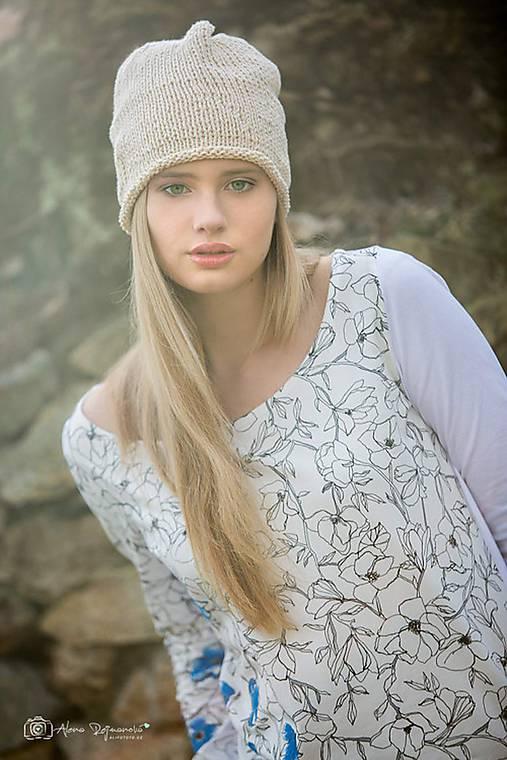 Béžová čepice