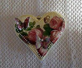 Dekorácie - Ružičkové srdiečko - 7694241_