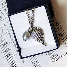 Náhrdelníky - Personal Necklace for Men - Hot Air Baloon & Grey Pearl Silver Ag 925 + Stainless Steel / Pánsky osobný náhrdelník - teplovzdušný balón a šedá perla - 7696777_