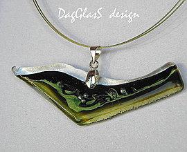 Náhrdelníky - Sklenený šperk...maľovaný do zelena... - 7695968_