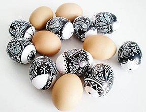 Dekorácie - KRASLICE / vajíčko slepačie - vzor vtáčik- čiernobiele - 7698122_