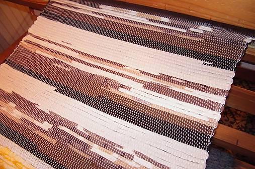 Tkaný hnedý koberec 7