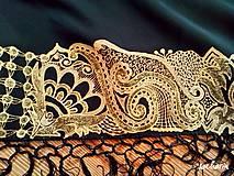 Šatky - V ten večer...-luxusná hodvábna šatka s maľovanou zlatou krajkou - 7700600_