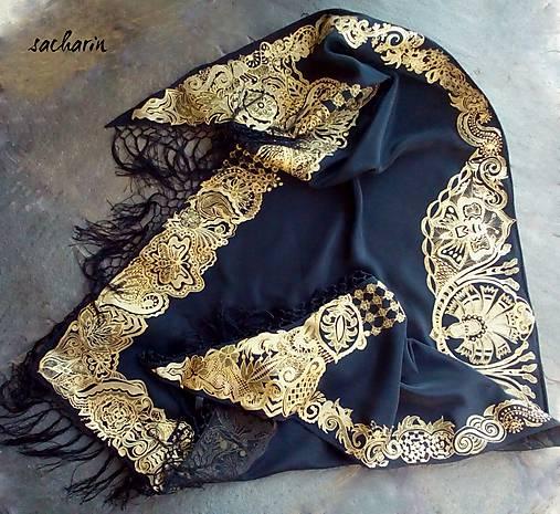 V ten večer...-luxusná hodvábna šatka s maľovanou zlatou krajkou