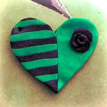 Náhrdelníky - ❤ Valentínske srdiečko pásiky a ruža (prívesok) - 7699613_