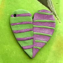 Náhrdelníky - ❤ Valentínske srdiečko pásiky (prívesok) - 7700151_