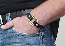 Šperky - Kožený náramok s textom na želanie LIAM - 7703366_