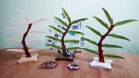 Krabičky - Stojan na náušnice a bižutériu 9 list orech zelený - 7704201_