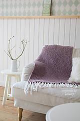 Úžitkový textil - Pletená deka ... starofialka so strapcami - 7707810_