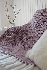Úžitkový textil - Pletená deka ... starofialka so strapcami - 7707824_