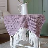 Úžitkový textil - Pletená deka ... starofialka so strapcami - 7707851_