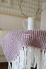 Úžitkový textil - Pletená deka ... starofialka so strapcami - 7707852_