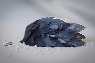 Ozdoby do vlasov - Sivý pierkový hrebienok - 7708269_