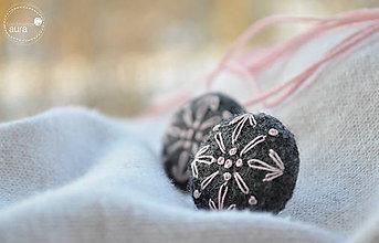 Náušnice - Ľudomilky - sv. ružová vločka v šedom kabáte - 7708409_