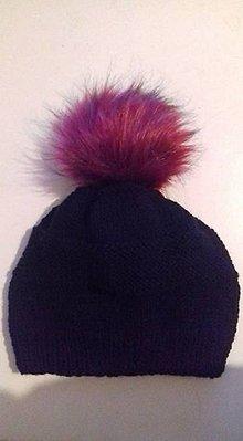 Čiapky - Čierna čiapka s bordovým brmbolcom - 7712579_