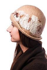 Čiapky - Dámsky vlnený klobúk, ručne plstený z jemnej Merino vlny, béžový, Klobúk typ Cloché - 7717746_