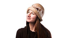 Čiapky - Dámsky vlnený klobúk, ručne plstený z jemnej Merino vlny, béžový, Klobúk typ Cloché - 7717747_