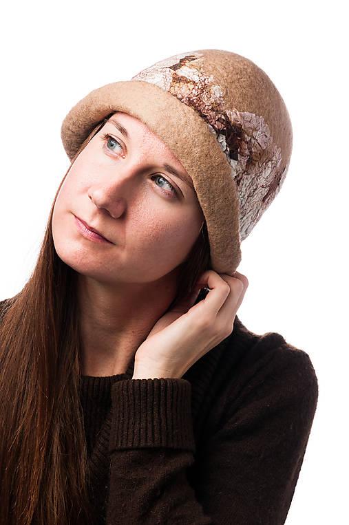 Dámsky vlnený klobúk, ručne plstený z jemnej Merino vlny, béžový, Klobúk typ Cloché