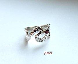 Prstene - Strieborný prsteň  s granátom - 7717556_