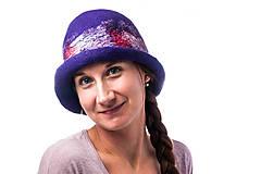 Čiapky - Dámsky vlnený klobúk, Cloche, ručne plstený z merino vlny, modrý, hodvábny detail - 7719084_