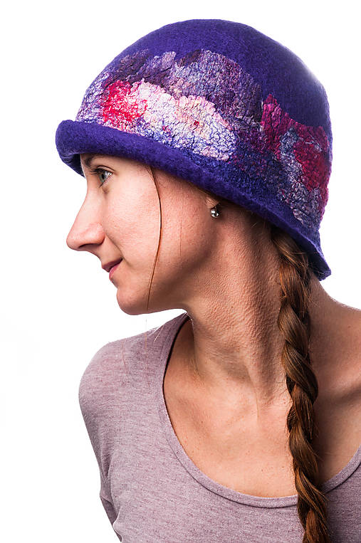 Dámsky vlnený klobúk, Cloche, ručne plstený z merino vlny, modrý, hodvábny detail