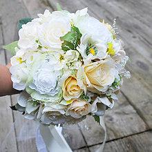 Kytice pre nevestu - Svadobná kytica krémová s troškou pastelových farieb - 7727412_