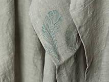 Úžitkový textil - Set troch ľanových utierok s ručnou potlačou pierok - 7724899_